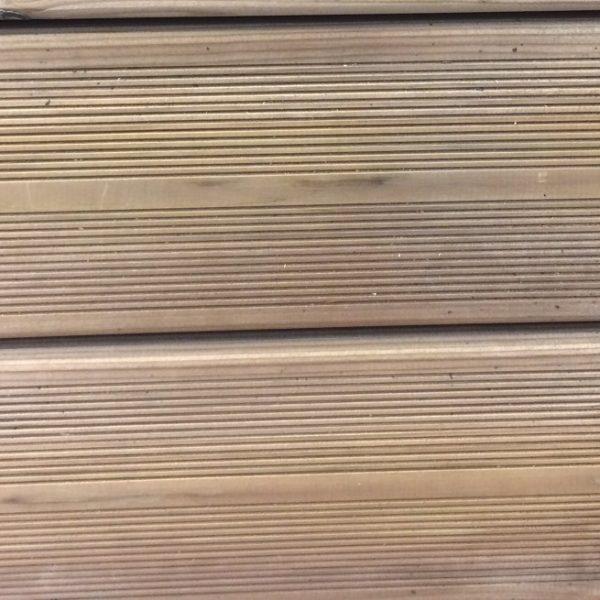 lame de terrasse en pin strié traité marron