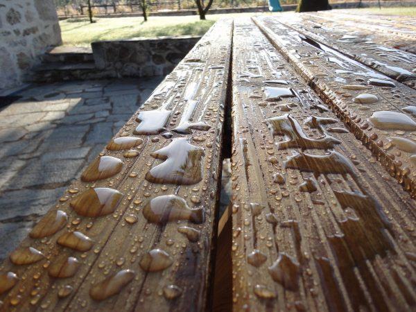saturateur sur bois aprés la pluie